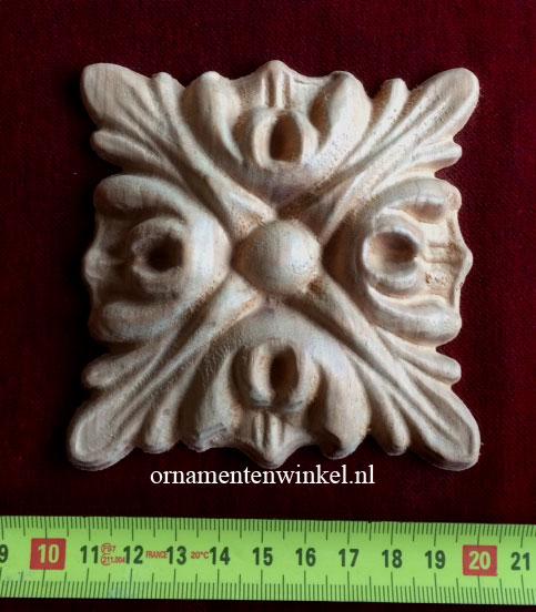 Rozet in eiken ornamenten 3137