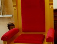 Sint_stoel_troon_2011